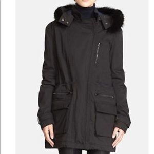 Vince Quilted Parka With Fur Trim in Black Size S
